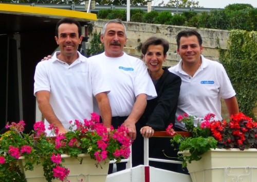 Tervetuloa provenceen toivottaa Jolyn perhe jokilaivalla