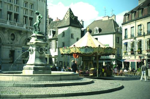 Dijon, Place du Bareuzai © Office de Tourisme de Dijon - Atelier Démoulin