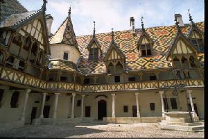 Beaune on viinin keskus ja myös hyvin kaunis klassinen pienkaupunki
