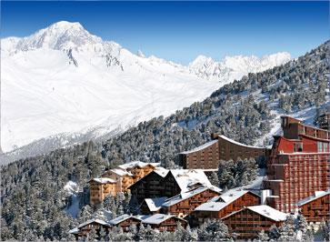 Les Arcs on asumista suoraan hiihtorinteillä.