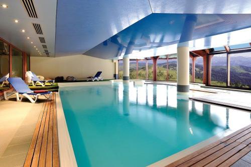 Chamonix'n asunnoilla uima-allas.