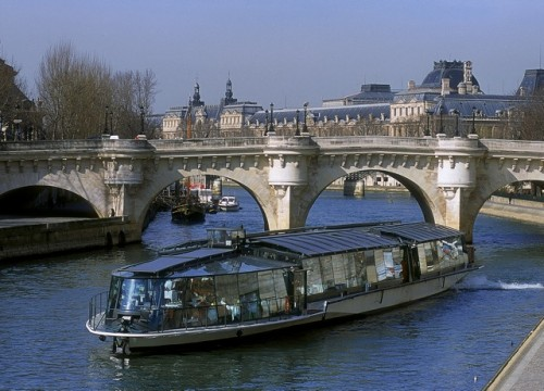 Jokivene Pariisissa les bateaux mouches