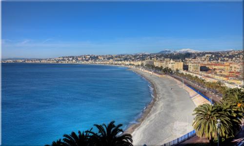 Ranskan Rivieralla meri on sininen.