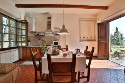 Tilavat lomahuoneistot viinitilalla Toscanassa muutamaksi päiväksi tai viikoksi.